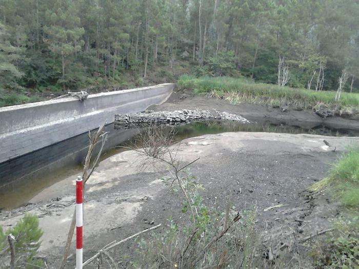 Manifestación da seca no cauce do río Anllóns, Corcoesto..jpg