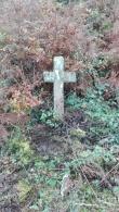 Parte do cruceiro da antiga capela da Braña de Lamas, Corcoesto.