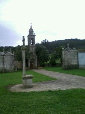 Igrexa parroquial con cruceiro, Corcoesto