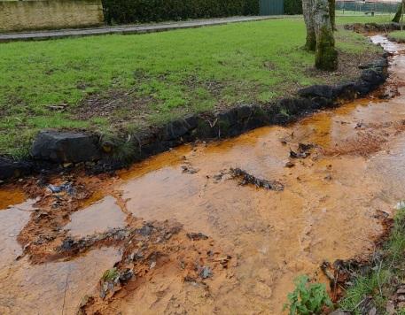 Río-Portapego en Touro con drenaxe áceda de mina