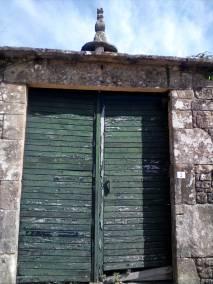 Portal de acceso a la casa rectoral de Graba