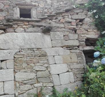 Detalle de arquitectura mozárabe nunha das casas máis antidas de Corcoesto